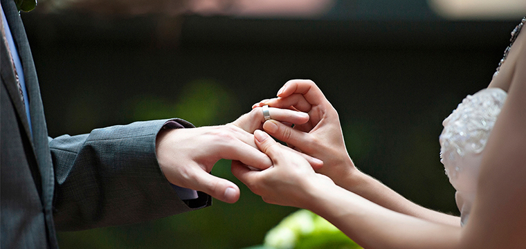 why do people get engaged before marriage